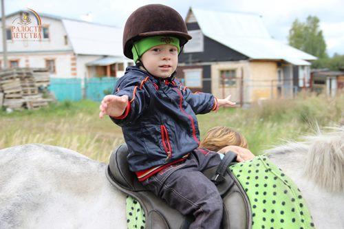 Кашин Егор фото с иппотерапии (1) (600х900)
