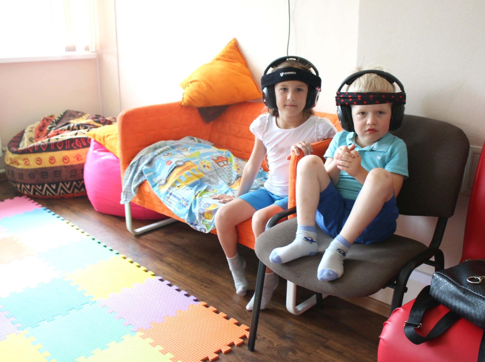 Раян с сестрой