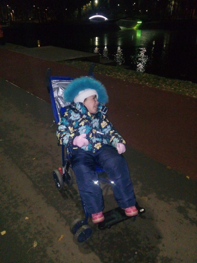 арина на новой коляске