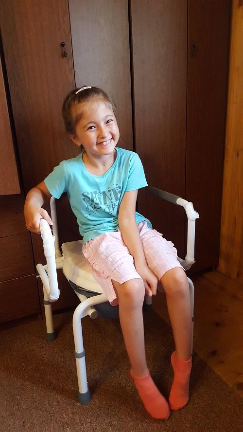 Small_Загидуллина Элина фото с санитарным стулом