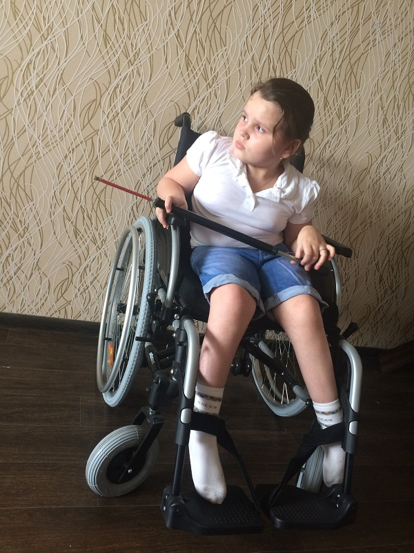 smal_Онегина Даниэлла фото с инвалидной коляской 3