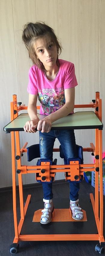 small_nakoxova-diana-foto-na-vertikalizatore